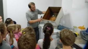 Επίσκεψη της Α΄ και Β΄ Δημοτικού στον μελισσοκόμο!