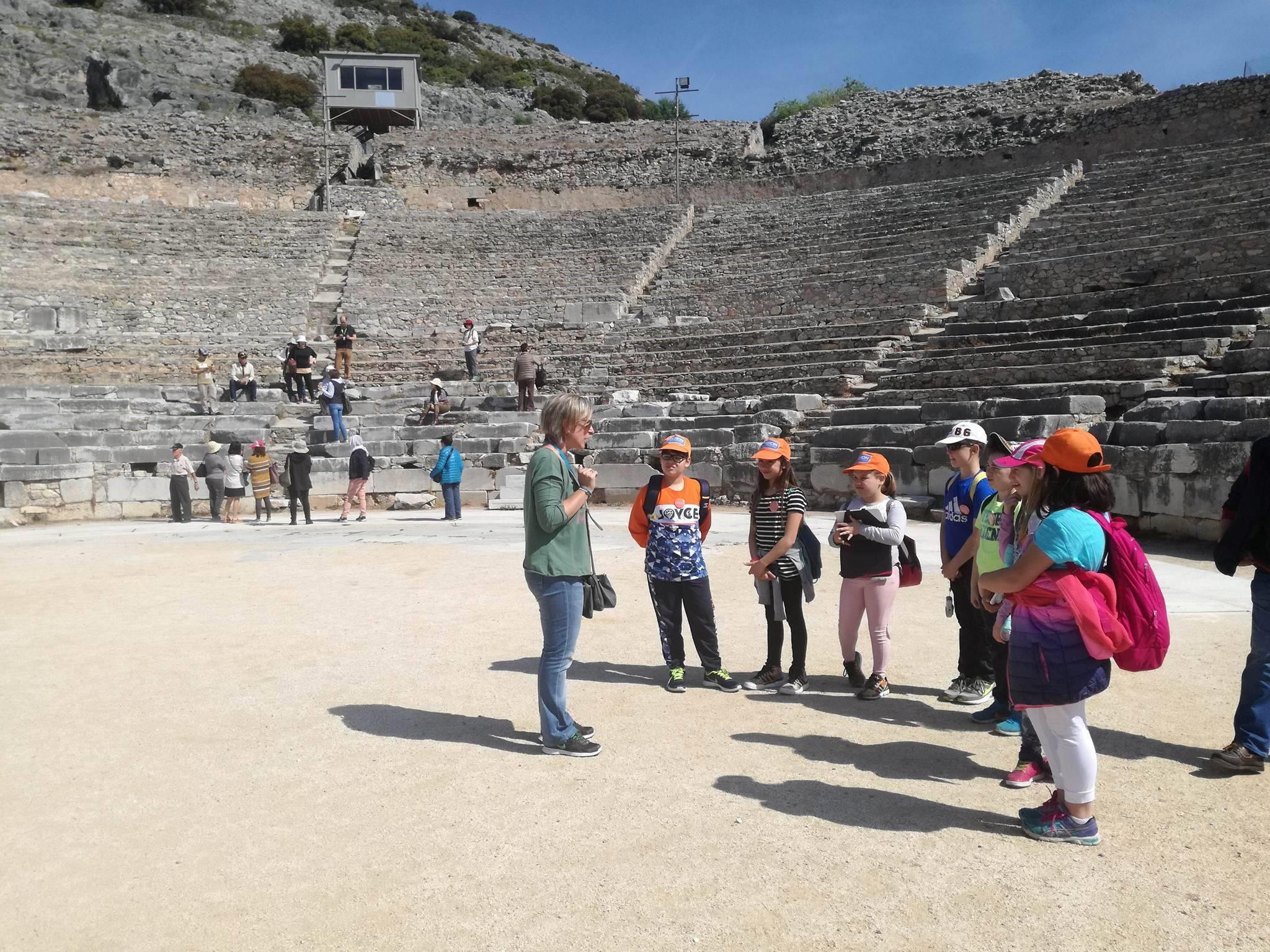 Επίσκεψη της Δ'  Δημοτικού στον αρχαιολογικό χώρο των Φιλίππων Καβάλας